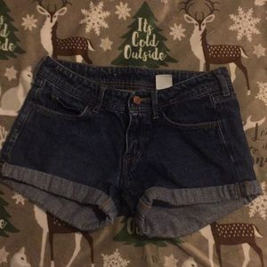 Skinny low waist shorts